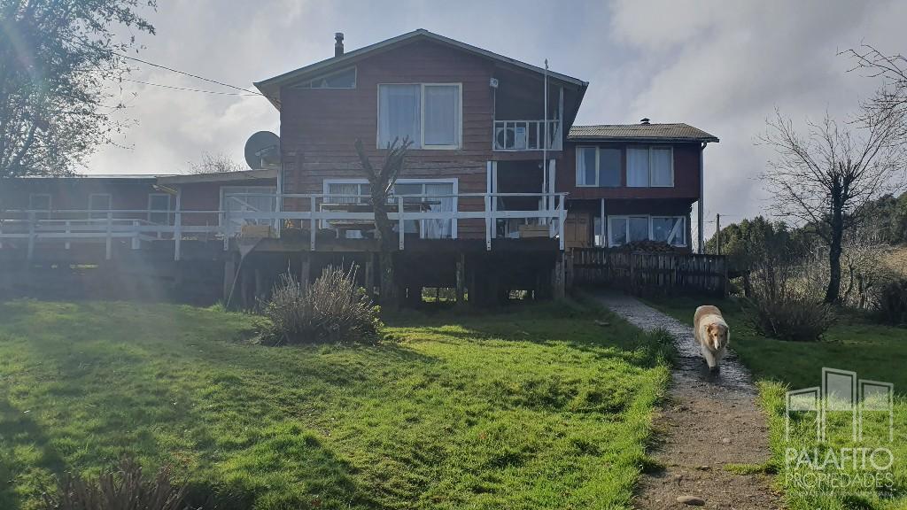 Propiedad 2,4 hectáreas, con casa 240 mt2, Llau Llao, Castro.