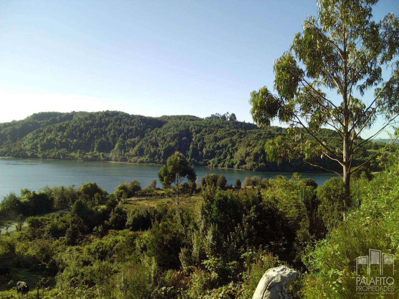 Campo 7,96 hectáreas, con orilla de Mar, Quellón